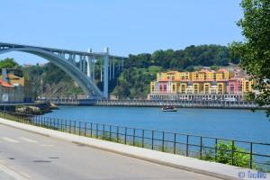 Touristik-Ship at Rio Douro between Vila Nova de Gaia and Porto