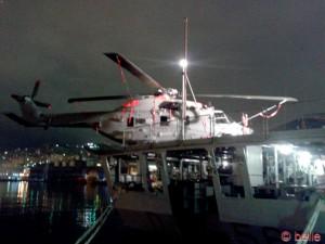 Helikopter auf dem Militär-Schiff