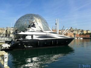 """Schwarze Yacht """"Shaddow"""""""