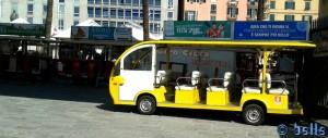 gelber Gratis-Bus am Porto Antico