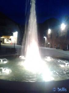 Brunnen im Centrum von Dobbiaco / Toblach