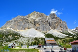 Passo Falzarego, 32043 Cortina d'Ampezzo Belluno, Italien – mit der Laga Zuoi Seilbahn bis auf 2752 Meter