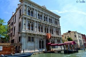 Im Bus (Boot) auf dem Canal Grande – das Casino von Venedig