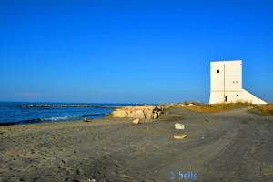 Beach of Torre di Pietra mit dem Turm