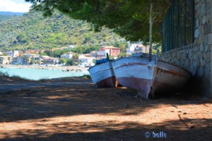 Zwei alte Boote in Caronia Marina