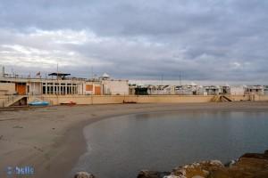 Hermetisch abgeriegelter Strand mit vielen Bars (jetzt geschlossen) – sicher schöööööööööööön!!! :P