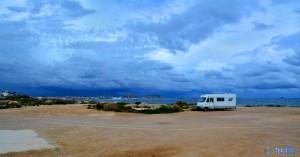 Parking at Agua Amarga Playa, Alicante, Spanien – September 2015