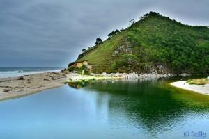 Rio Bedón & Playa de San Antolín - AS-263, 33594 Llanes, Asturias, Spanien