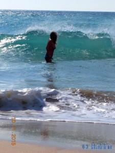 ...auweia – diese Welle erwischt mich!!! Playa de los Lances Norte - N-340, 11380 Tarifa, Cádiz, Spanien – November 2015