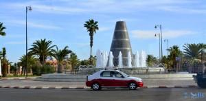 Hübscher Brunnen in einem Kreisverkehr am Ortseingang von Laâyoune