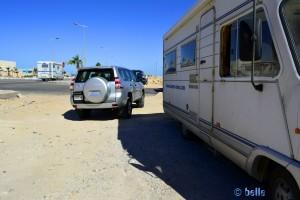 In der einzigen Ein- bzw. Ausfahrt geparkt :o