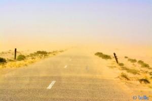 ...es wird dunkler - Sandstorm - On the Road to Dakhla – Marokko