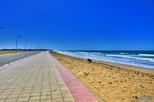 Nicol an der endlos langen Promenade in Foum El Oued – Marokko