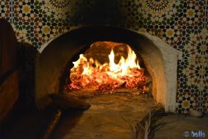 ...baaaaaaaaaaaaald ist die Pizza fertig! Camping Villa Bens - N1 - Tarfaya - Laâyoune-Sakia el Hamra – Marokko