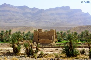 On the Road - R108 – im Hintergrund Jbel Rhart – Marokko