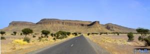On the Road - R108 – im Hintergrund Jbel Sarhro - Tazzarine – Marokko