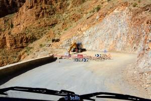 Baustelle in einer Haarnadel-Kurve – Rückfahrt - Gorges du Dadès, Marokko