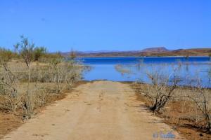 ...wenn wir noch weiter fahren, brauchen wir Paddel :o - Barrage Al Mansour Ad Dahbi - Cercle de Ouarzazate - Daraa-Tafilalet - Marokko
