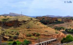 Stadt auf Höhlen gebaut - R307 - On the Road - Marokko
