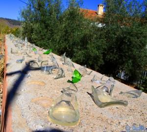 Fiese Scherben auf einer Mauer - Khénifra – Marokko