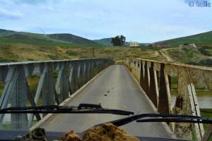 Passen wir hier durch? - Brücke an der P4232 – Marokko