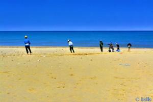 Was wollen diese 5 Männer aus dem Meer ziehen? Plage Martil – Marokko