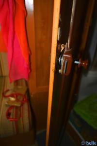 Badezimmertüre aus den Angeln und Schloss kaputt - Unfall in Tanger – Marokko
