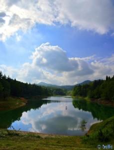 Lago di Pianfei - Via Boschi, 41, 12013 Pianfei CN, Italien – Panorama-Bild Hochformat - Nikon D5200 – 9:34 Uhr