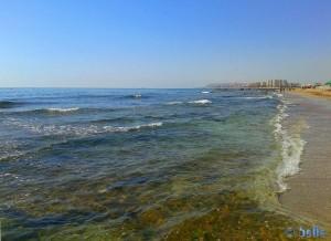 Agua Amarga Playa mit Blick auf Urbanova - Spain