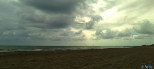 Dicke fette Wolken am Playa la Ermita – Spain