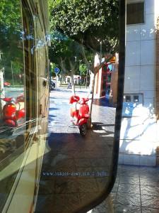 Warten vor dem Tabak-Shop in Almería – Spain