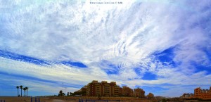 Riesiger Hotelkomplex mit interessantem Himmel - Playa las Salinas und Playa la Romanilla – Spain