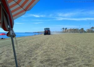Trecker bei der Arbeit - um viertel vor 12... Playa las Salinas – Spain