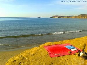 Mein Strandplatz auf dem Felsen bei der kleinen Bucht am Playa de las Palmeras - Spain