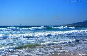 Kite-Surfer, Surfer und Windsurfer am Playa de los Lances Norte - Tarifa – Spain