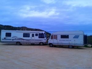 Noch so ein Kuschelcamper – öhhhm – Knutschcamper - Praia da Bordeira – Portugal