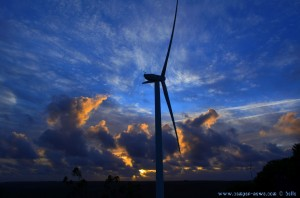 Windkraftrad im Parque de Merendas, Mata Nacional, Barão de São João – Portugal
