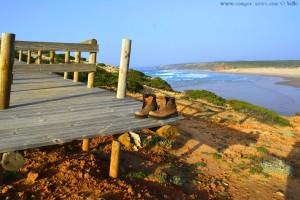 Irgendwer hat seine Schuhe vergessen - Praia da Bordeira – Portugal