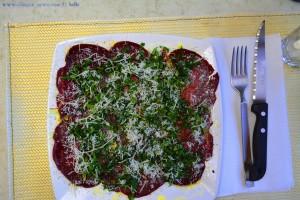Cecina nach Art von Bresaola mit Rucola und Parmesan