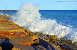 Kräftige Wellen am Platja de la Llosa – Spain