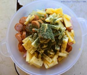 Schweizer Wurstsalat für Lunch am Platja del Carabassí - Santa Pola – Spain