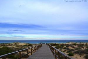 Holzsteg zum Playa de los Arenales del Sol – Spain