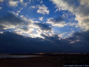 Um kurz nach 9 → dicke fette Wolken am Playa de Torre Derribada - San Pedro del Pinatar – Spain