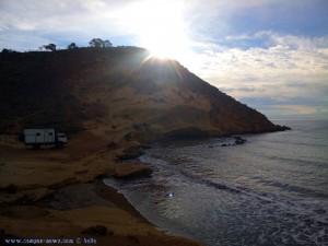 Die Sonne kommt hervor am Playa de las Palmeras – Spain