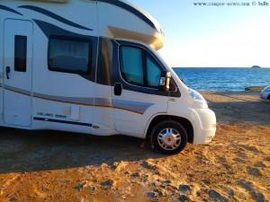 Wie manche Camper parken - Playa de las Palmeras – SpainWie manche Camper parken - Playa de las Palmeras – Spain