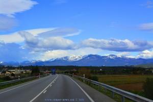 Pyrenäen mit Schnee - on the Road in Spain