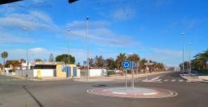 Wieder ein spartanischer Kreisverkehr in Urbanització Eucaliptus - Spain