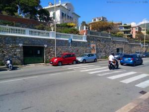 Der wird sicher auch gleich abgeschleppt - Parken auf dem Zebrastreifen - Genova – Italy