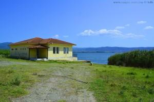 Verlassenes Haus am Limní Vólvi – Greece