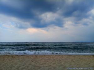 Dunkel wird es wieder am Portofino Beach – Greece